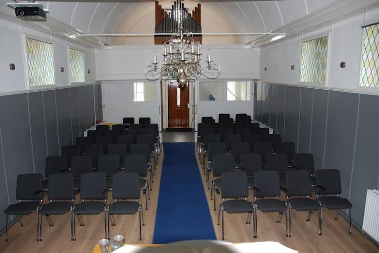 Kerkstoelen voor Baptisten Gemeente Workum   De Jong Kantoormeubi