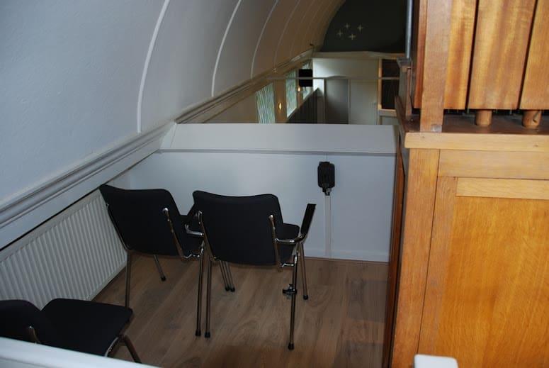Kerkstoelen voor Baptisten Gemeente Workum   De Jong Kantoormeubilair