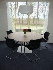 Kantoorinrichting: Ronde vergadertafel