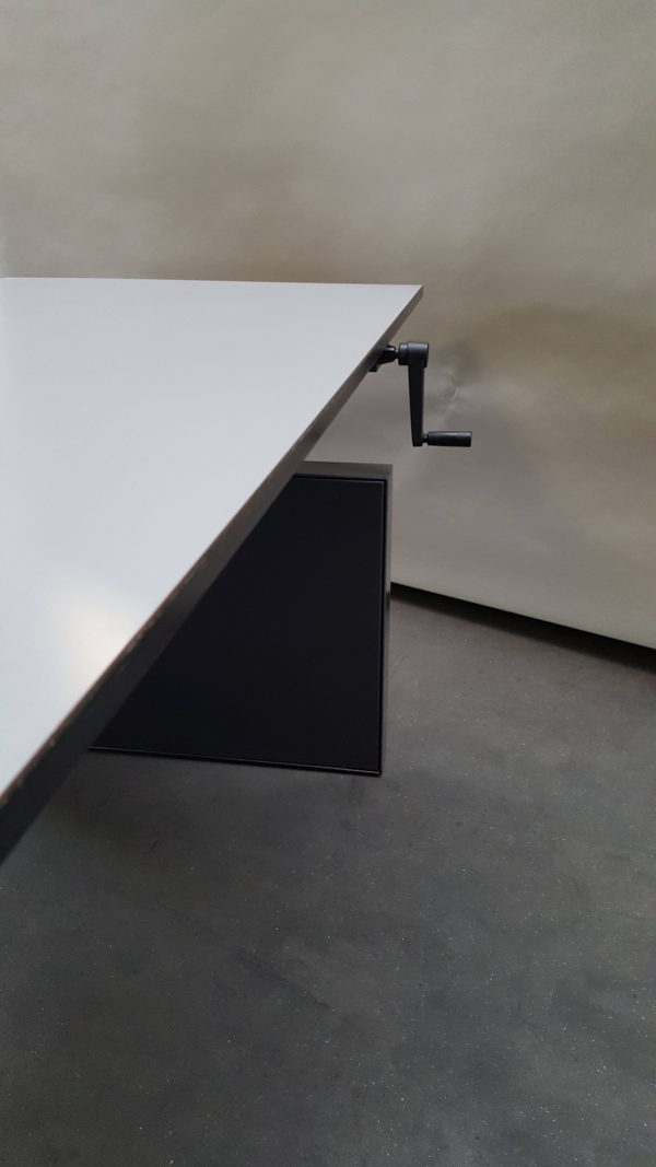Refurbished Ahrend bureau met slinger