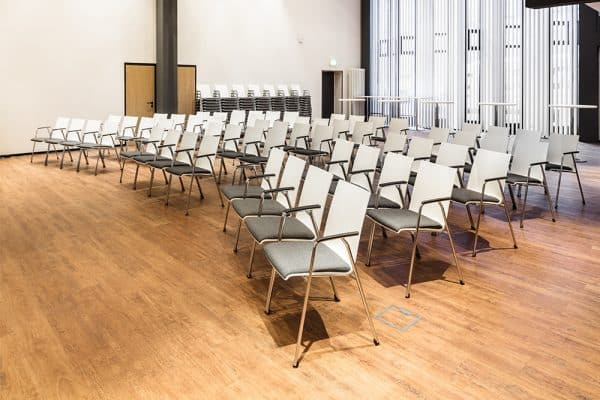 First line Brunner zaal-/kerkstoel met opdek
