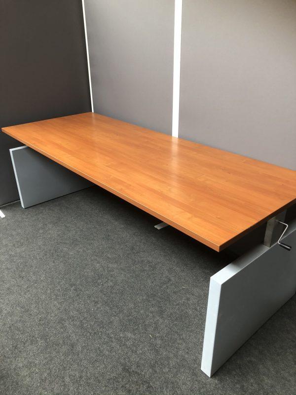 Slinger verstelbaar bureau