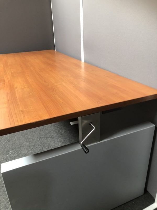 Refurbished bureau met slinger
